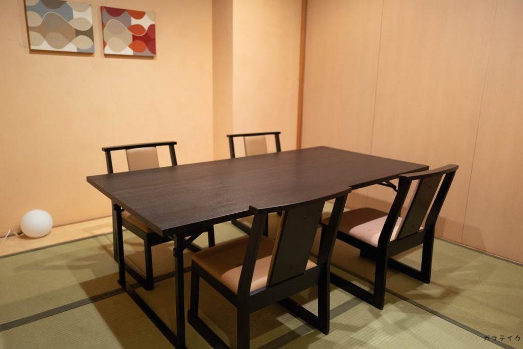 テーブルタイプの座敷あり